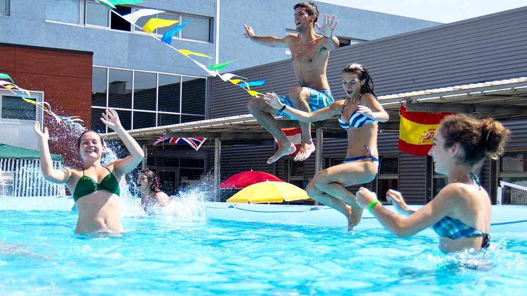 LDV_Antibes_swimming_pool_2